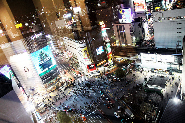 Shibuya Crossing, Japan. Image by clry2 on Flickr: https://www.flickr.com/photos/clry2/4578845027