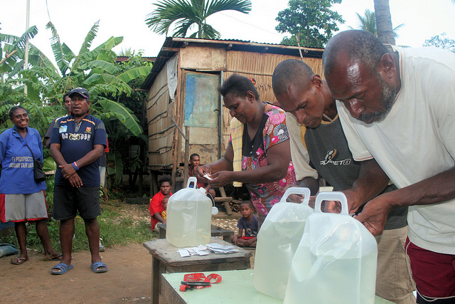 A WASH education program in Papua New Guinea. Image by Department of Foreign Affairs and Trade: https://www.flickr.com/photos/dfataustralianaid/10694214734