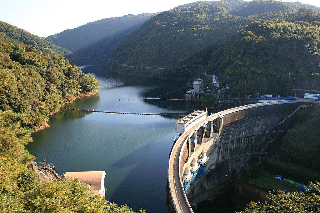 Amagase Dam.  Image: By ccfarmer (Prst) (Own work (own picture)) [CC BY-SA 3.0 (http://creativecommons.org/licenses/by-sa/3.0)], via Wikimedia Commons