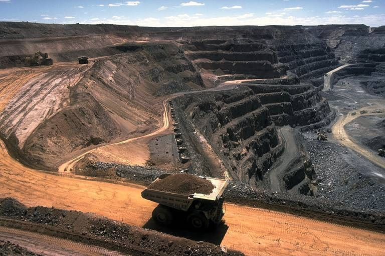 Image by Stephen Codrington via Wikimedia Commons. https://commons.wikimedia.org/wiki/File:Strip_coal_mining.jpg