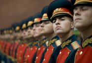 2048px-Russian_honor_guard_at_Tomb_of_the_Unknown_Soldier,_Alexander_Garden_welcomes_Michael_G._Mullen_2009-06-26_2