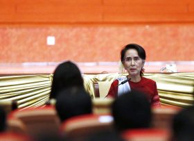 epa05693907 Myanmar's State Counselor Aung San Suu Kyi delivers a speech during her peace talk conference meeting with Myanmar youth at the Myanmar Convention Center in Naypyitaw, Myanmar, 01 January 2017.  EPA/HEIN HTET