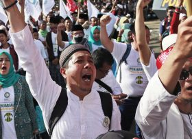 """Muslim men shout slogans during a protest outside a court where the trial hearing of Jakarta Gov. Basuki """"Ahok"""" Tjahaja Purnama is held in Jakarta, Indonesia, Tuesday, Dec. 20, 2016. Ahok is on trial on accusation of blasphemy following his remark about a passage in the Quran that could be interpreted as prohibiting Muslims from accepting non-Muslims as leaders. (AP Photo/Dita Alangkara)"""