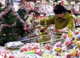 A Chinese customer shops for a Christmas tree at a supermarket in Nanjing city, east China's Jiangsu province, 9 December 2016.